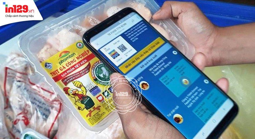 Người tiêu dùng sẽ sử dụng điện thoại thông minh (smartphone) để truy xuất nguồn gốc sản phẩm qua tem