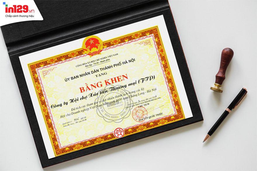 Mẫu bằng khen đẹp của Ủy ban nhân dân thành phố Hà Nội